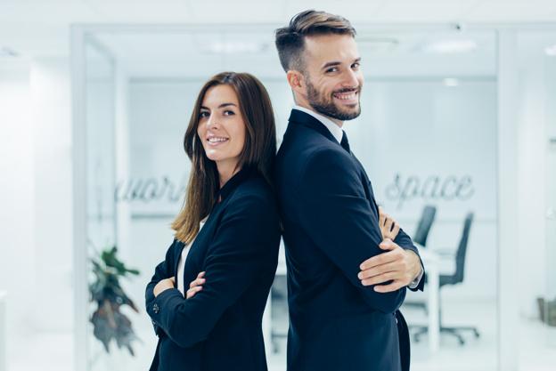 hombre-de-negocios-y-mujer-de-negocios_23-2147580178