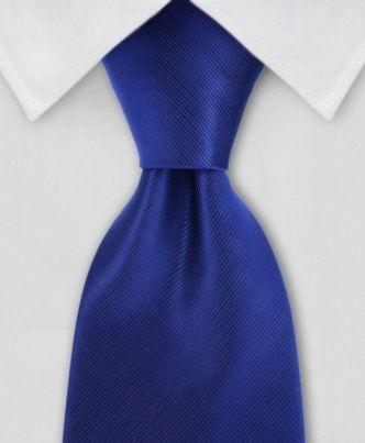Corbata Azul Rey y Traje Negro
