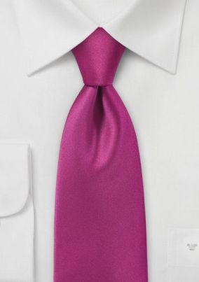 Corbata Rosa y Traje Negro