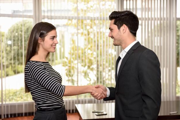 Como saludar al cliente
